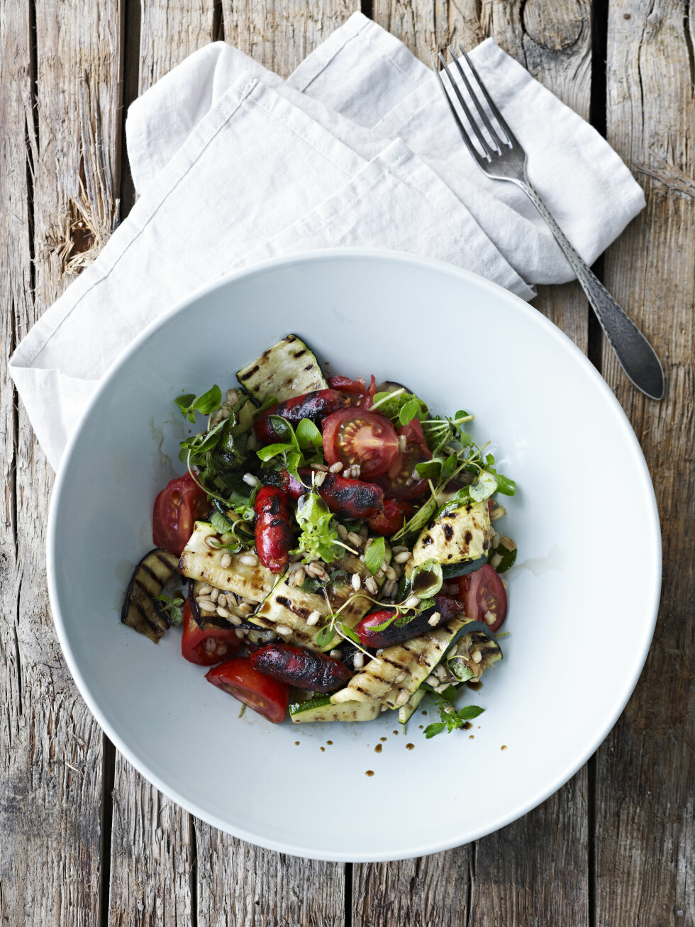TIPS: Salaten er også god uten chorizo, som en enkel vegetarrett. Foto: All Over Press