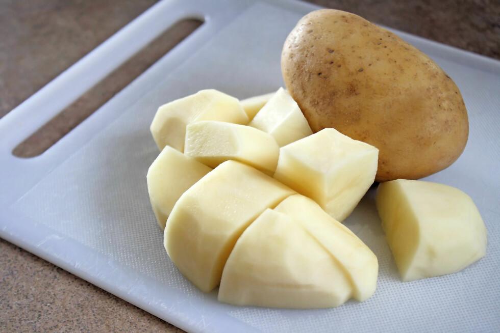 TA EN POTET: Poteten trekker til seg mye av saltet i maten. Foto: renamarie - Fotolia