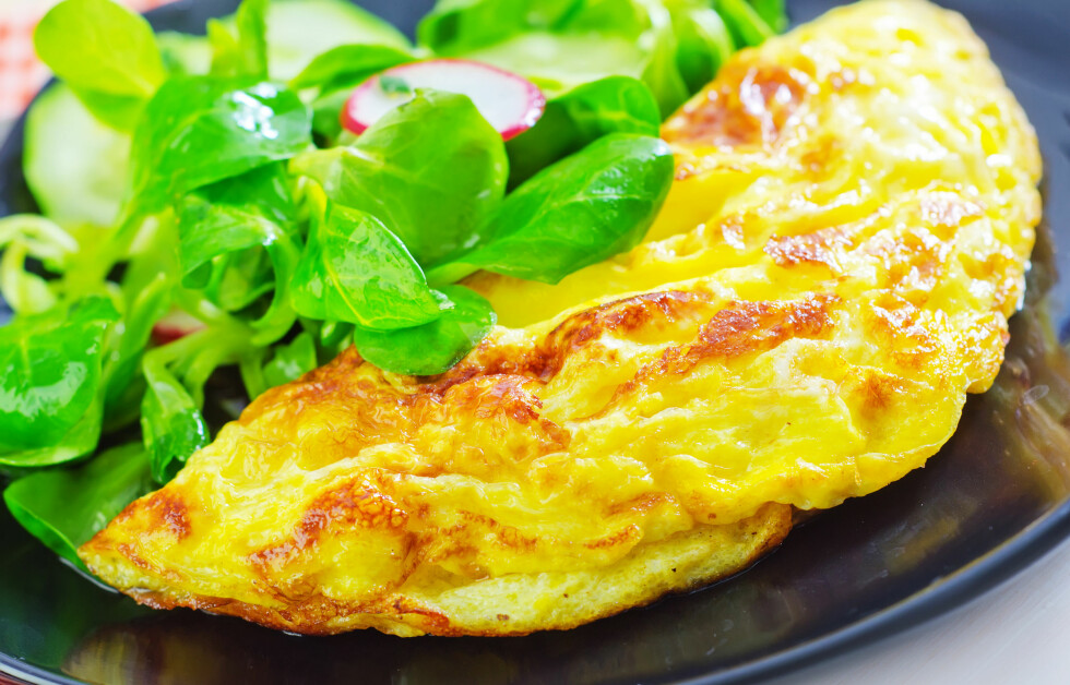 NÆRINGSRIKT MÅLTID: En god omelett med for eksempel kalkun, kan være smart å få i seg før trening.  Foto: Fotolia