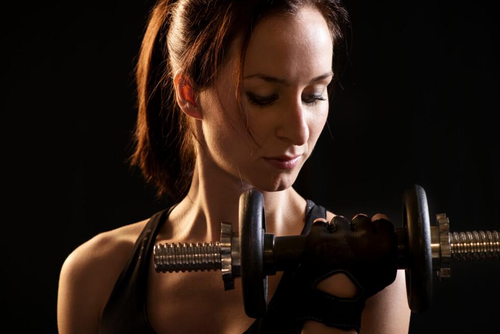 STYRKETRENING KREVER ENERGI: Man bør få i seg et godt sammensatt måltid før man skal trene styrke.  Foto: Fotolia