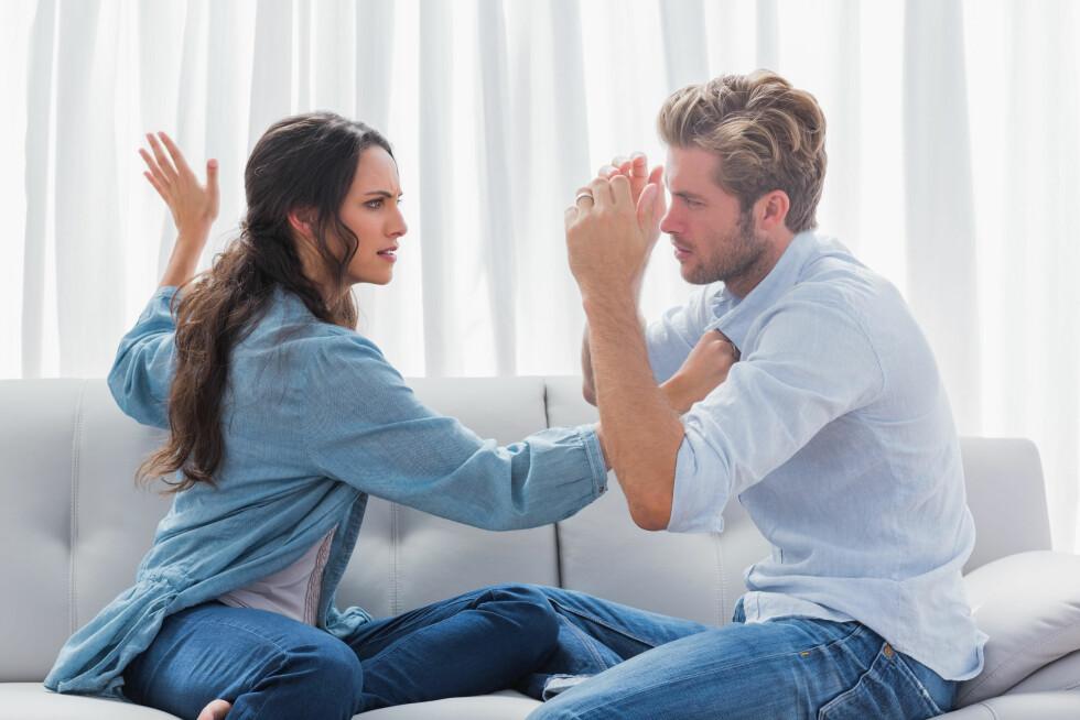 VOLDELIGE FORHOLD: Noen par tyr til vold i stedet for å prate om problemene, og ofte bruker både hun og han vold.  Foto: All Over Press