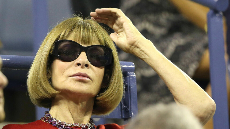 LEGENDEN LETTER PÅ SLØRET: Vogues sjefredaktør Anna Wintour svarer på alt du måtte lure på i ny video. Se den lenger ned  i saken. Foto: REX/BPI/BPI/All Over Press