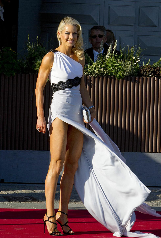 KJOLEN SOM TOK PUSTEN FRA ALLE: Celina Midelfart hadde valgt en sexy kjole signert Emilio Pucci kvelden før bryllupet til prinsesse Madeleine. Foto: action press/All Over Press