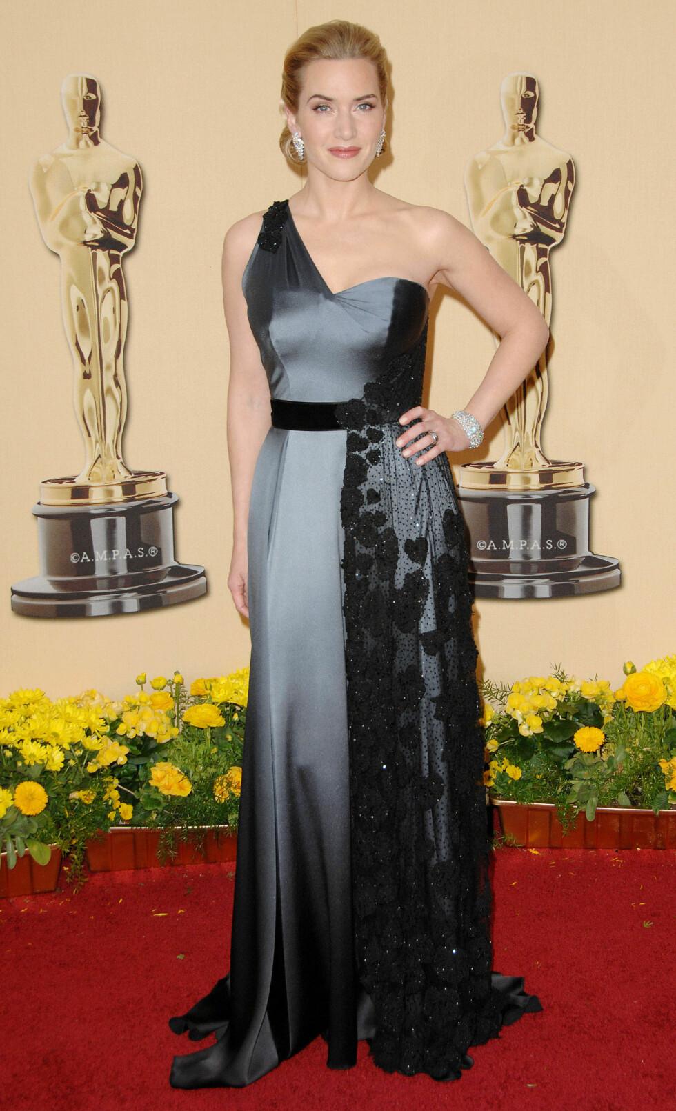 PERFEKT OSCARVINNERKJOLE: Ja, Kate Winslet kunne ikke ha hatt på seg en finere kjole da hun vant statuetten for beste kvinnelige skuespiller for filmen The Reader. Foto: REX/All Over Press