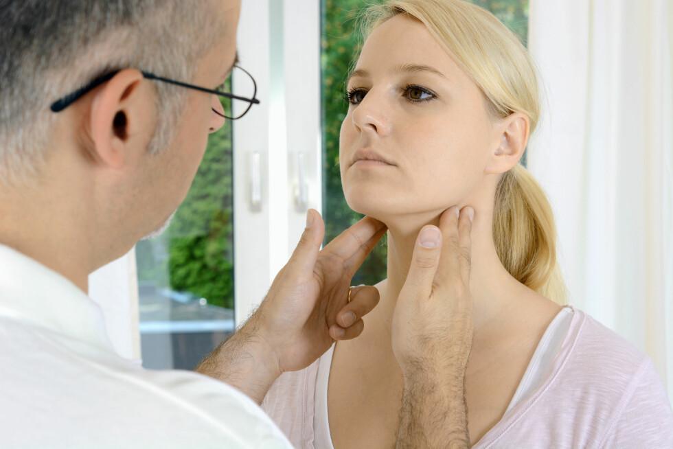 LEGESJEKK: Hvis du bare blir verre i halsen etter tre dager bør du kontakte lege for å finne ut om det er en bakteriellinfeksjon. Foto: Fotolia