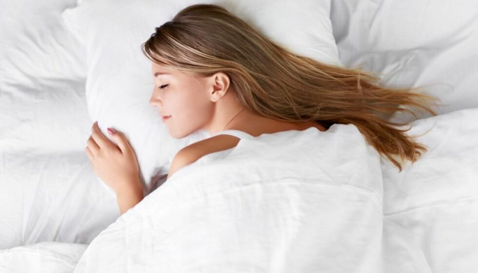 EN GOD NATTS SØVN: Ønsker du å sove på best mulig måte gjør du lurt i å unngå mye alkohol før leggetid. FOTO: NTB Scanpix