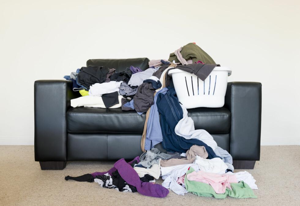 STUETØRKING: Har du vent deg til at stua er stedet du tørker klær på? Det bør du revurdere. Det er ikka gunstig for inneklimaet - og så er det heller ikke så pent å se på. Foto: Fotolia