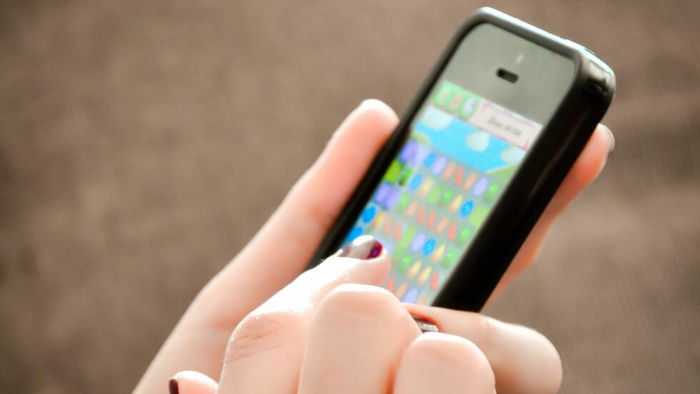 MOBILSPILL: Har du noen gang lurt på hvorfor du blir så avhengig av mobilspill? Ifølge eksperten er det akkurat dette spillutviklerne ønsker.  Foto: adrian_ilie825 - Fotolia