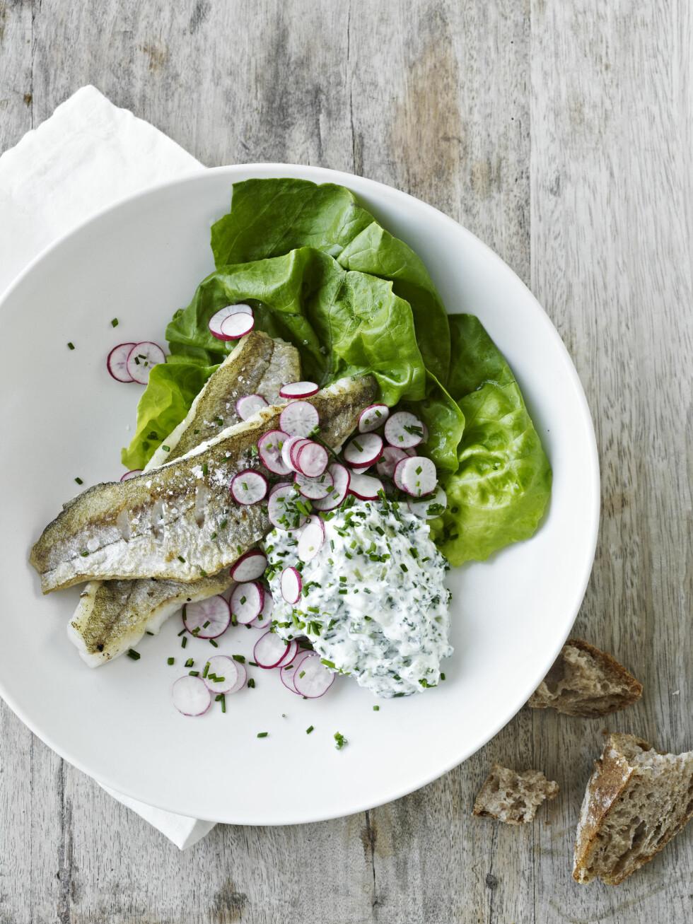 NAM: Hvitting er en god spisefisk, men får du ikke tak i den, er tilbehøret også perfekt til stekt makrell eller sild.  Foto: All Over Press