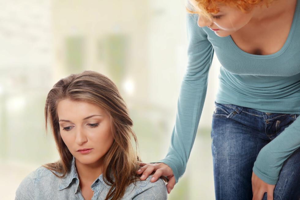 STØTTE: Når en skal bearbeide følelsene en sitter igjen med etter sviket, mener eksperten det er viktig å ta imot støtte fra andre.  Foto: Piotr Marcinski - Fotolia