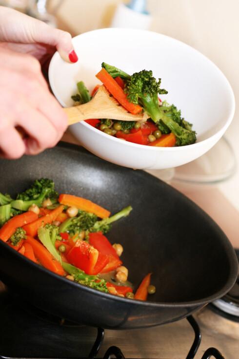 WOK: Wokking er også en ypperlig måte å tilberede grønnsakene på. Det er også både raskt og enkelt. Foto: ronstik - Fotolia