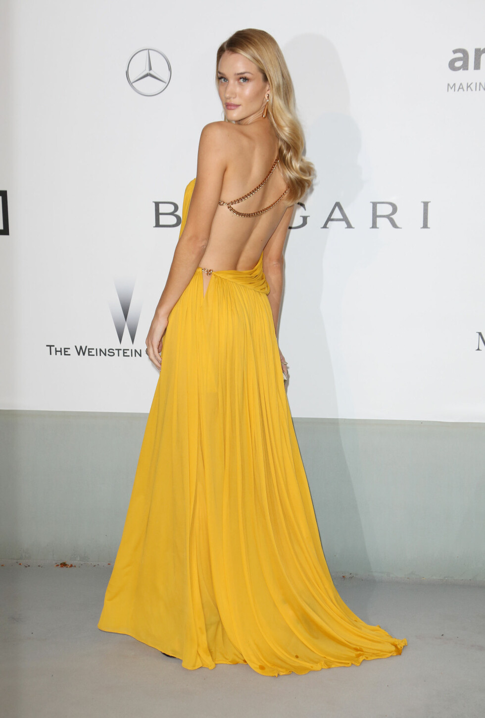 Rosie Huntington-Whiteley i en kjole fra Emilio Pucci.   Foto: REX/Matt Baron/BEI/All Over Pres