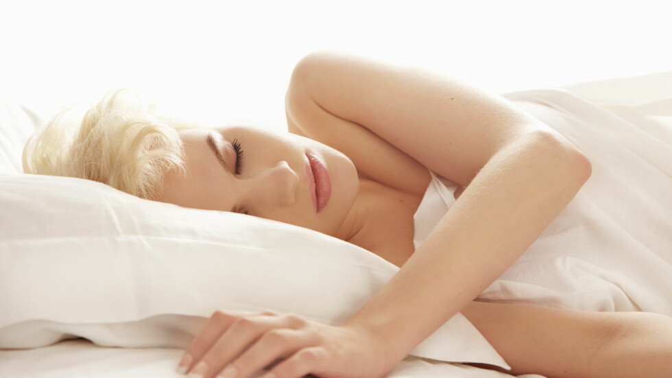 SØVNPROBLEMER: Mange strever med å sove, og liggestillingen din kan ha en innvirkning.  Foto: All Over Press