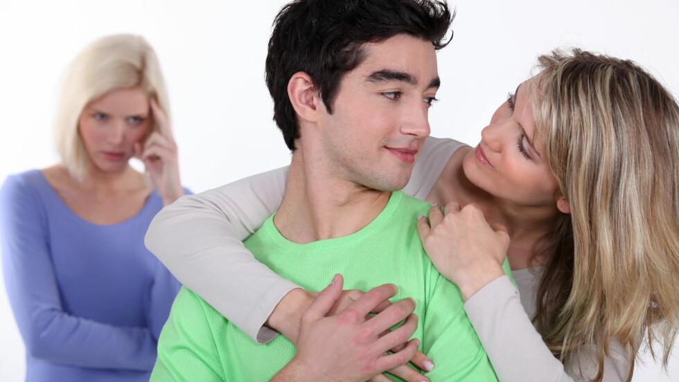 EKSKJÆRESTE: Det kan være vanskelig å være i et parforhold når partnerens ekskjæreste stadig dukker opp i hverdagen deres.  Foto: auremar - Fotolia