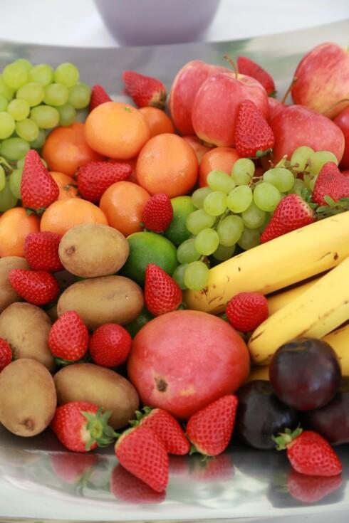 FRUKTFAT: Spiser du normale mengder frukt er det utelukkende bra for deg, selv om du også får i deg fruktsukker. Foto: REX/Karl Schoendorfer/All Over Press