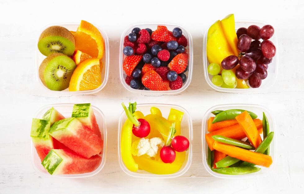 OPPKUTTET: Vi nærmer oss anbefalingen for frukt og bær, men vi bør ikke være redde for å spise for mye. Skjær det gjerne opp og ha det tilgjengelig, da blir det lettere å få i seg anbefalt mengde. Foto: www.frukt.no