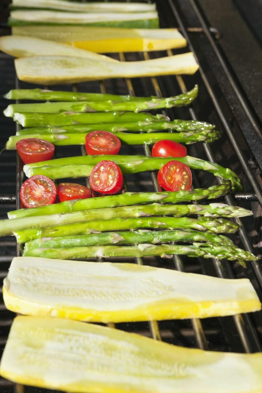 LEGG DEN PÅ GRILLEN: Studier viser at antioksidantet lykopen blir enda mer effektivt hvis du varmer opp tomaten.  Foto: REX/Mood Board/All Over Press