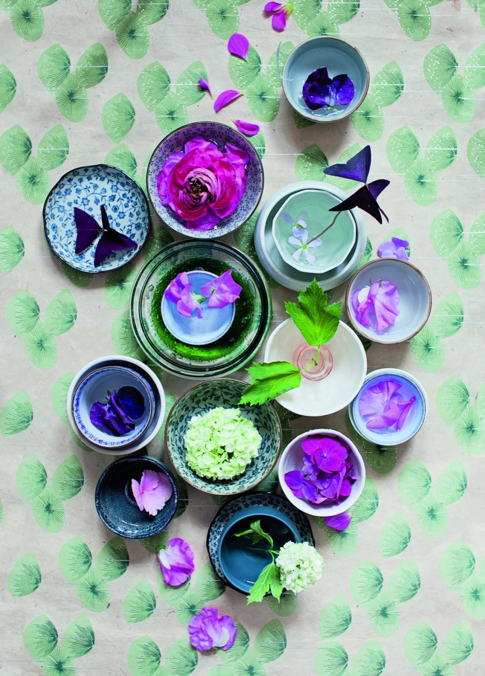 LAVE VASER: Se så lekkert det kan bli med lave vaser på bordet! Foto: Jorunn Tharaldsen