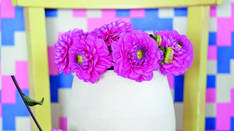 <strong>PRØV POTTER:</strong> Gode gammeldagse blomsterpotter egner seg fint som vaser.  Foto: Jorunn Tharaldsen