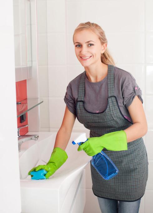 SKINNENDE RENT: Det er ikke nødvendig å vaske badet hver eneste uke sier fagsjef i ISS, Stig Ronander. Vask heller etter behov. Foto: Tatyana Gladskih - Fotolia