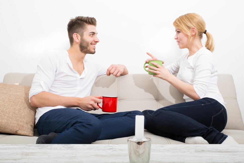 SNAKK SAMMEN: Før dere blir samboere anbefaler eksperten dere å ta en ordentlig prat slik at dere vet at dere er på samme bølgelengde.  Foto: Spectral-Design - Fotolia