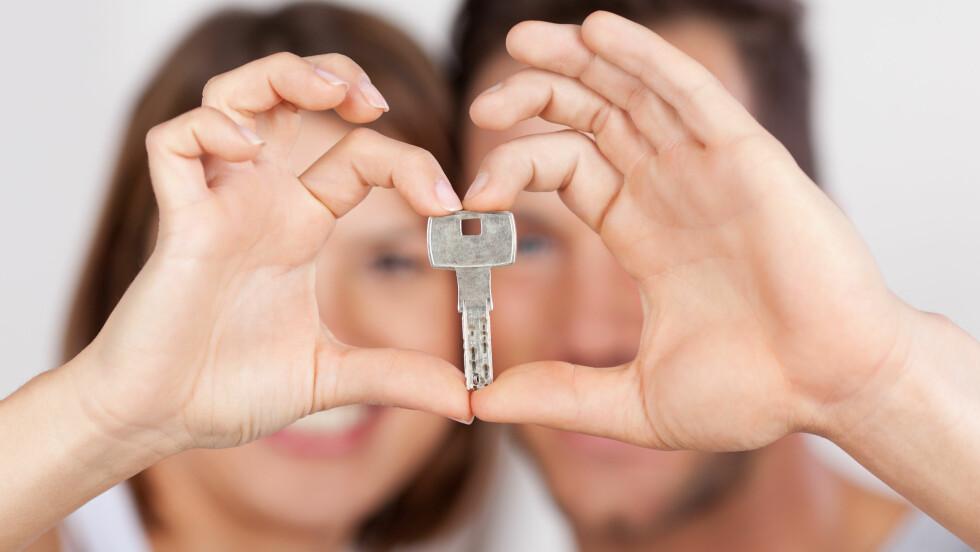 FLYTTE SAMMEN: Planlegger dere å flytte sammen? Ifølge ekspertene kan det være lurt å ta en ordentlig prat før dere tar steget.  Foto: contrastwerkstatt - Fotolia