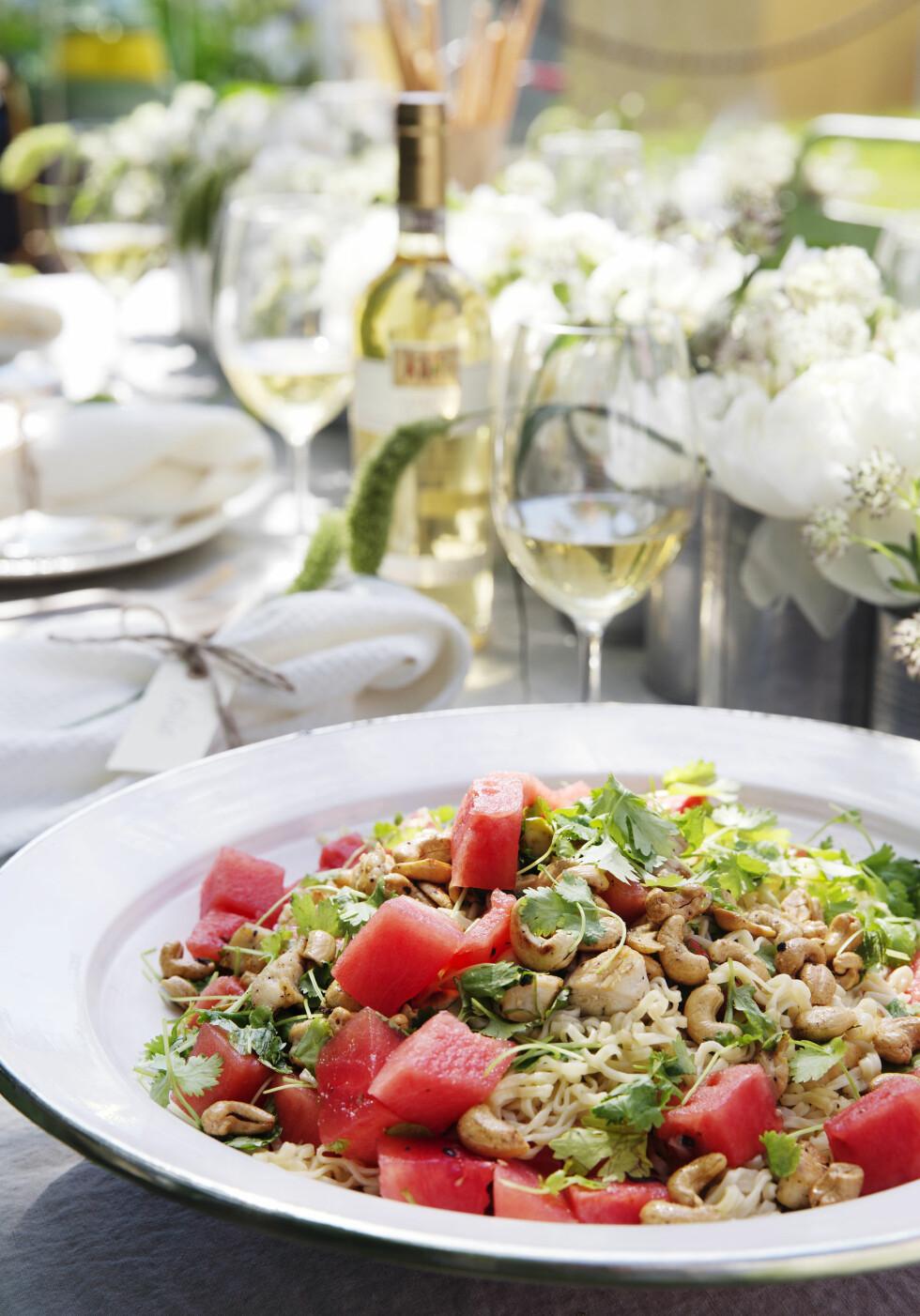 SPENNENDE SALAT: Nudelsalat med vannmelon er så utrolig godt! Foto: Yvonne Wilhelmsen