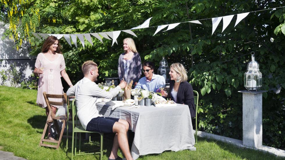 TID FOR FEST: Skal du arrangere hagefest for gode venner i sommer? VI har den perfekte menyen! Foto: Yvonne Wilhelmsen