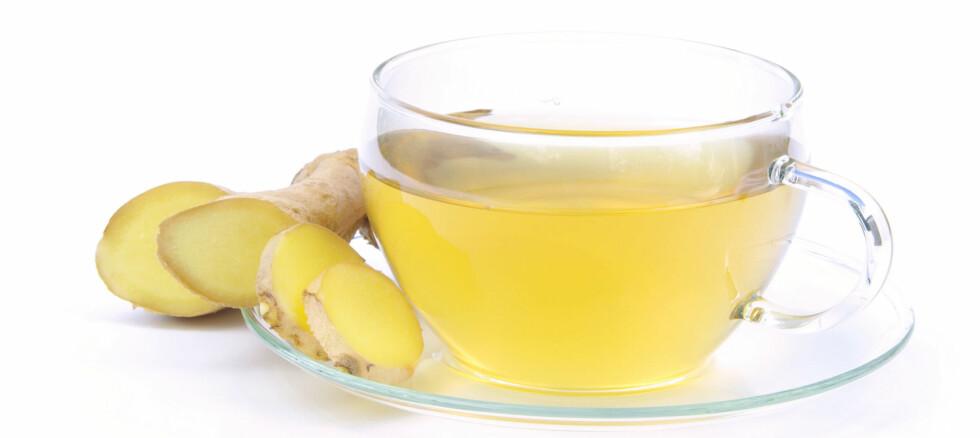 SUPERDRIKKEN: Ingefærte med honning lindrer og forebygger. Foto: Panther Media