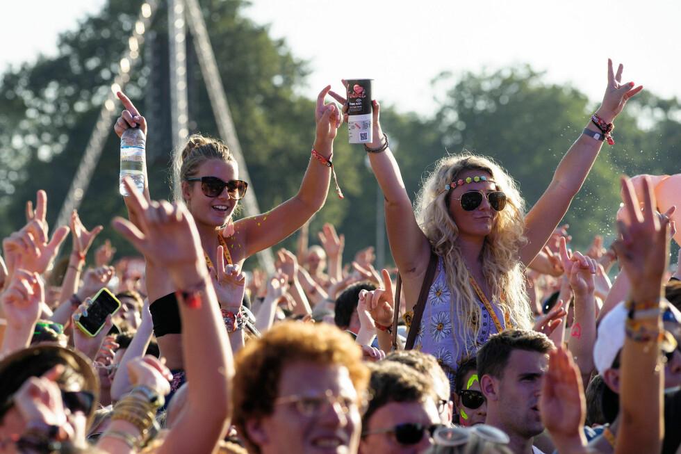 <strong>FESTIVAL:</strong> Sommeren er en sosial tid der vi søker fest, moro og sommerkos. Men med store folkemengder og offentlige toaletter øker rsikoen for å bli smittet av årets sommerforkjølelse. Foto: JEP News / Alamy/All Over Press