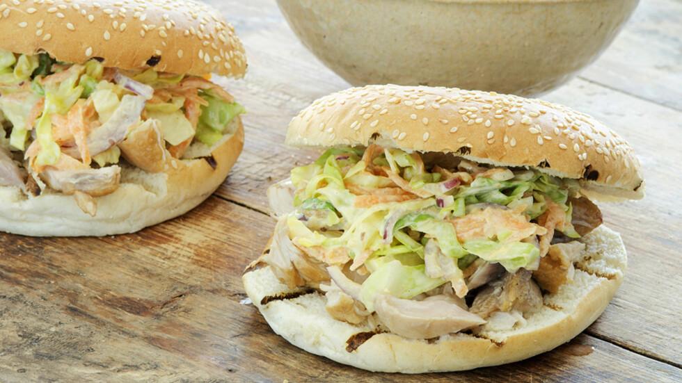 VARIASJON: En hamburger trenger slettes ikke baseres på storfekjøtt. Kylling og fisk gjør seg like godt som burgere. Ja, du kan til og med lage supergode vegetarburgere til en forandring. Foto: Marit Røttingsnes Westlie, Frutimian.no