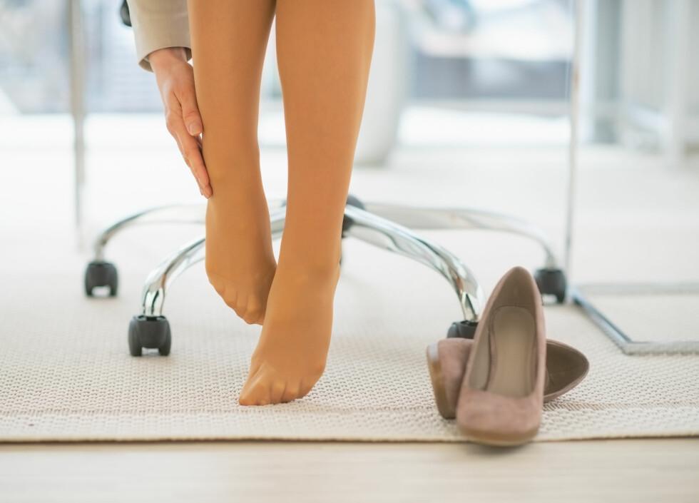 VONDE SKO? Svært mange kvinner går med sko som gjør føttene både smertefulle og såre. Eksperten råder deg til alltid å velge sko som er gode å gå med.  Foto: Alliance - Fotolia