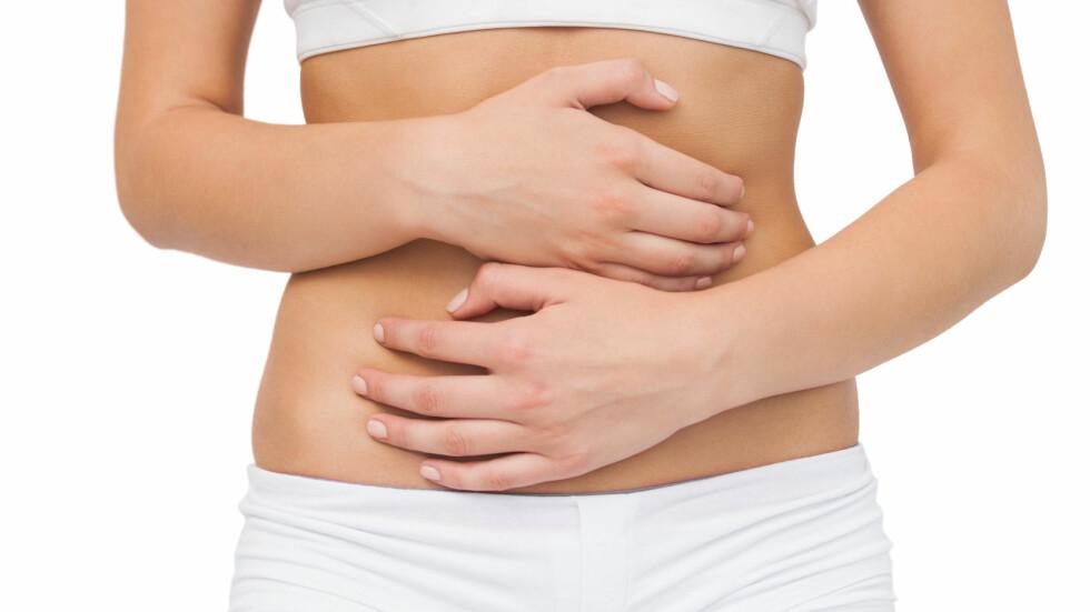HELT NORMALT: Hår på magen, den såkalte veiviseren, er helt normalt. Om du likevel ønsker å fjerne det, finnes det flere gode muligheter. Velg den som passer best for din kropp og din hårvekst. Foto: WavebreakmediaMicro - Fotolia