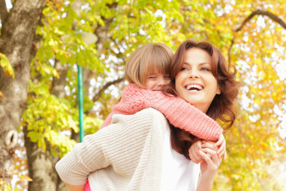 DOBBELTARBEIDENDE: Selv om menn tar mye større ansvar i hjemmet i dag, er det fortsatt kvinnene som tar på seg det meste av bekymringer, omsorgsrollen og planlegging av familielivet. Foto: sepy - Fotolia