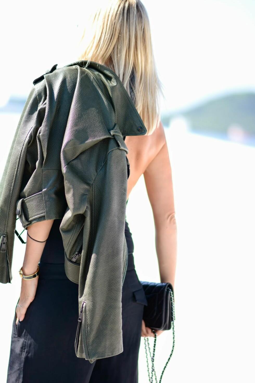 BODY OG BADEDRAKT I ETT: - Badedrakten er fin å bruke til vide dressbukser, skjørt og shorts, sier Celine Aagaard, sjefredaktør i STYLEmag og bloggeren bak Hippie Hippe Milkshake.  Foto: Stella Moniq/stylemag