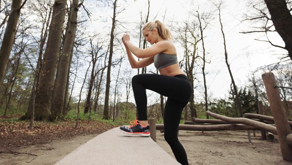 MAGE, RUMPE OG LÅR: I denne saken får du Helle Bornstein og Øystein Jensens hotteste tips til øvelser som strammer opp mage, rumpe og lår. Knebøy - i alle mulige varianter, som du også ser på bildet, er blant øvelsene de anbefaler! Foto: Ammentorp - Fotolia