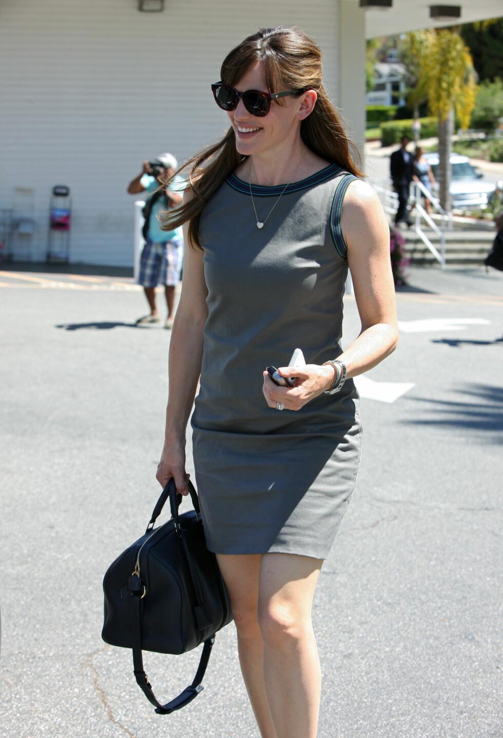 Jennifer Garner går for et par klassiske, mørkebrune briller. Foto: All Over Press