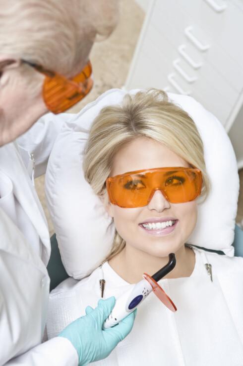 TANNLEGE: Hos tannlegen kan du få rettet eventuelle pusseskader, og en demonstrasjon på riktig pusseteknikk. Foto: REX/West Coast Surfer / Mood Boa/All Over Press