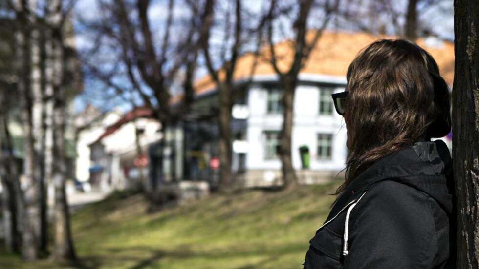 """SKREV OM OVERGREPENE: I boken """"Mammas svik"""" beskriver Eline de grusomme overgrepene hun ble utsatt for som barn.   Foto: Charlotte Wiig / All Over Press Norway"""