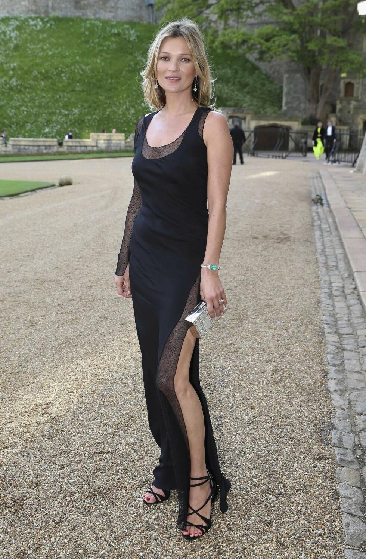 <strong>TJENER OVER 55 MILLIONER PUND:</strong> Siden hun ble oppdaget for 26 år siden, er Kate Moss verdens mest betalte supermodell, ifølge The Times. Her er hun på fest på Windsor slott, iført kjole fra Ralph Lauren. Foto: REX/All Over Press