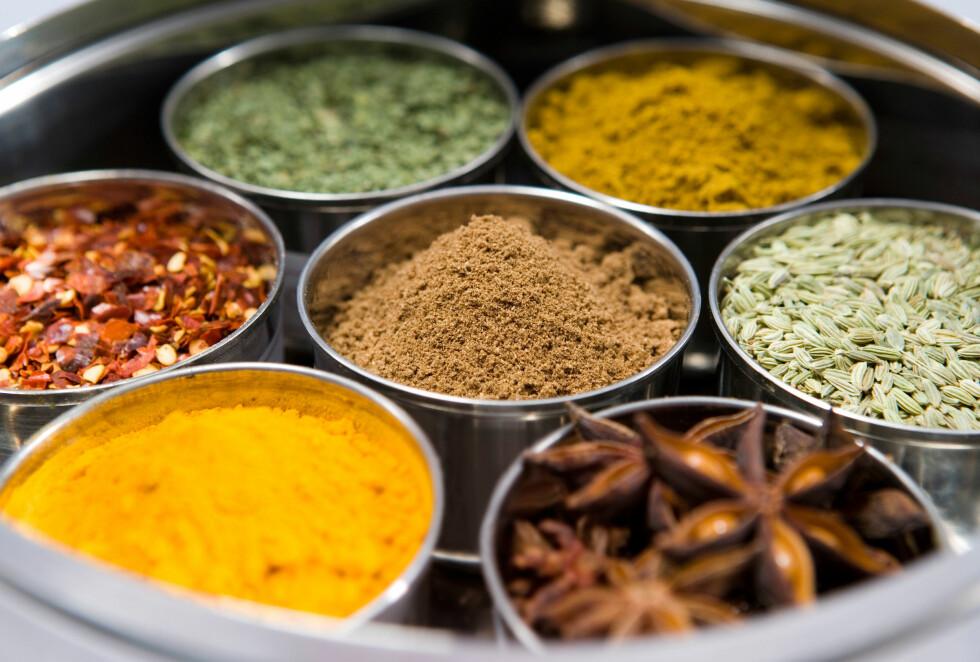 KARRISVETTE: Flere kryddertyper kan påvirke svettelukten din, og her er det karri og spisskummin som er verstingene. Foto: Organics image library / Alamy/All Over Press