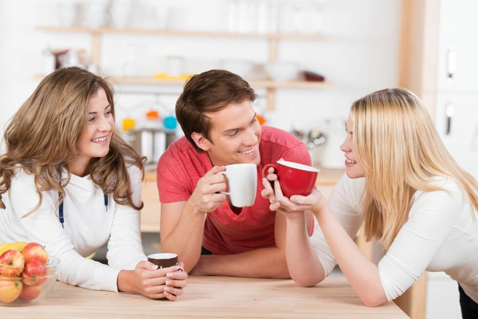 TID MED VENNER OG FAMILIE: Det å tilbringe tid sammen med mennesker som får deg til å føle deg bra kan styrke både selvfølelsen og selvtilliten din. Foto: contrastwerkstatt - Fotolia