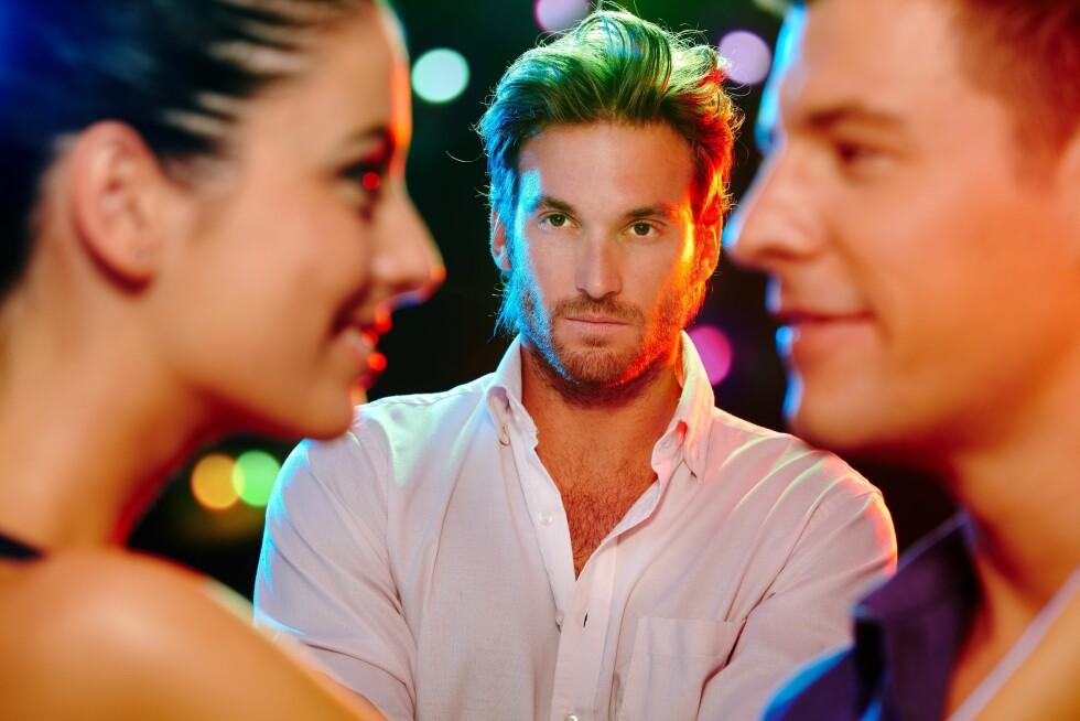SNAKK SAMMEN: Om du er sammen med en mann som ofte finner andre menn tiltrekkende og du plages av det, bør du ta det opp med han.  Foto: nyul - Fotolia