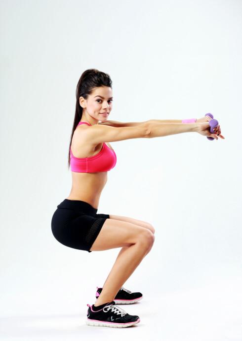KNEBØY: De største musklene har vi i beina, og ved å trene disse får du størst effekt. Spensthopp, knebøy og utfall er derfor gode øvelser å ha med i programmet. Foto: Vadym Drobot / Alamy/All Over Press