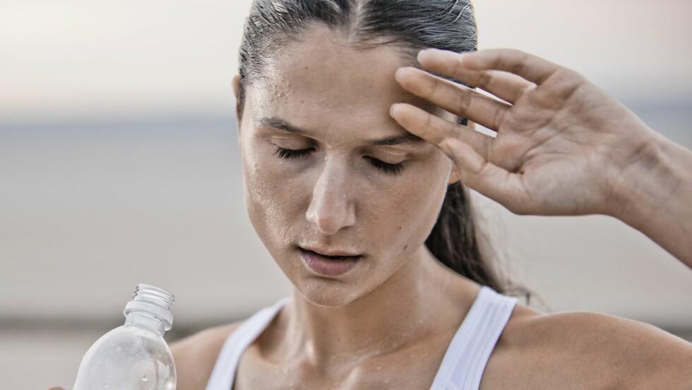 LITE SØVN, MYE SVETTING: Har nattesøvnen din blitt heller dårlig og du svetter mer enn normalt? Det kan faktisk være et tegn på at du er overtrent og bør ta det litt med ro. Foto: (c) Chad Springer/cultura/Corbis/All Over Press