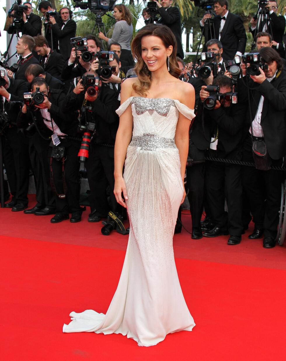 KATE BECKINSALE: Kate så fantastisk ut i sin Gucci-kjole i 2010. Den draperte kjolen fremhevet figuren hennes på en veldig kledelig måte. Foto: All Over Press