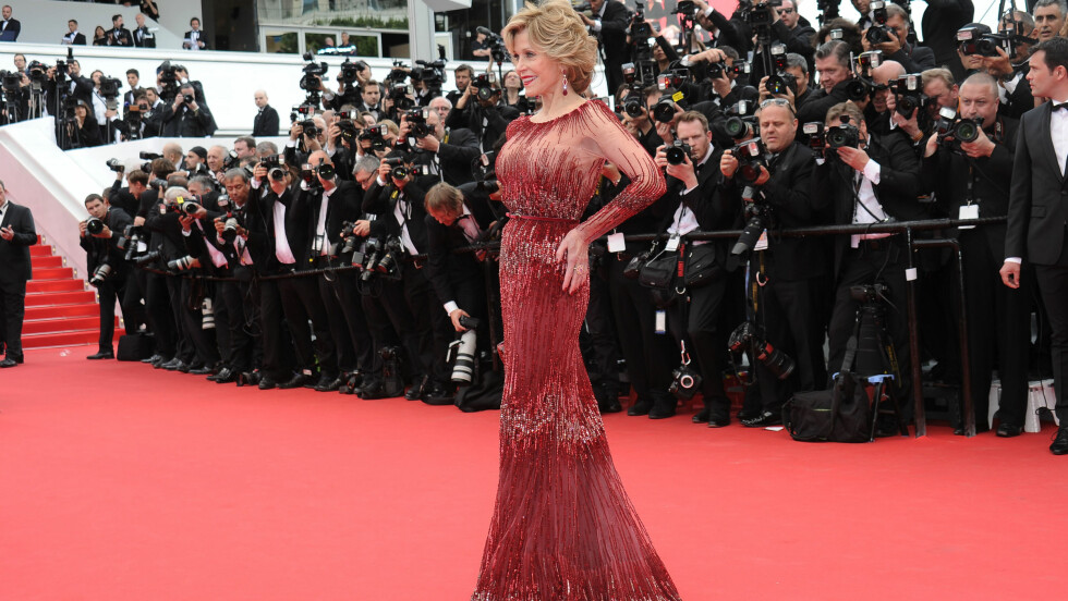 JANE FONDA: 76-åringen tok pusten fra alle på den røde løperen under filmfestivalen i Cannes i sin Elie Saab-kjole. Foto: All Over Press