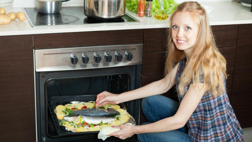 KJAPT OG ENKELT: Det er vel ingenting som er lettere enn å lage middagen i stekeovnen. Da kan du gjøre alt mulig annet mens middagen lager seg selv. Foto: JackF - Fotolia