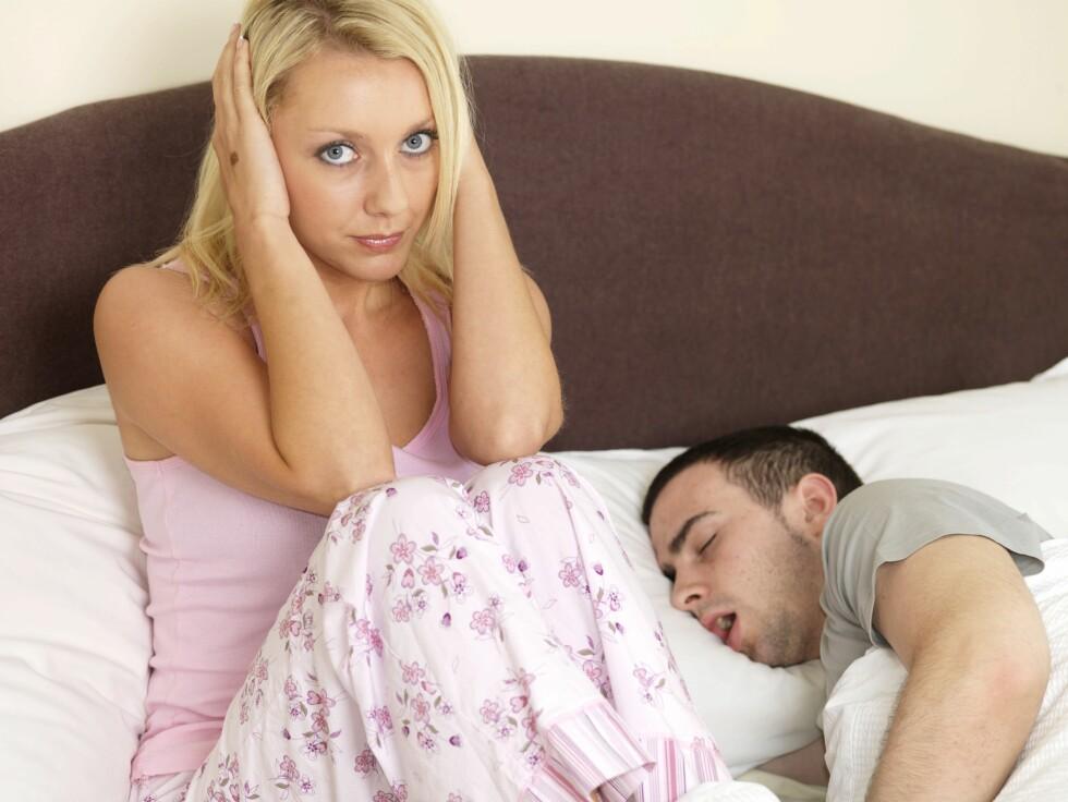 SNORK: Det gjør ikke akkurat underverker for skjønnhetssøvnen å sove med et menneske som snorker. Ørepropper kan alltids være et godt hjelpemiddel når det durer som verst, men det beste er selvfølgelig å gjøre noe med selve problemet. Foto: REX/Martin Lee/All Over Press