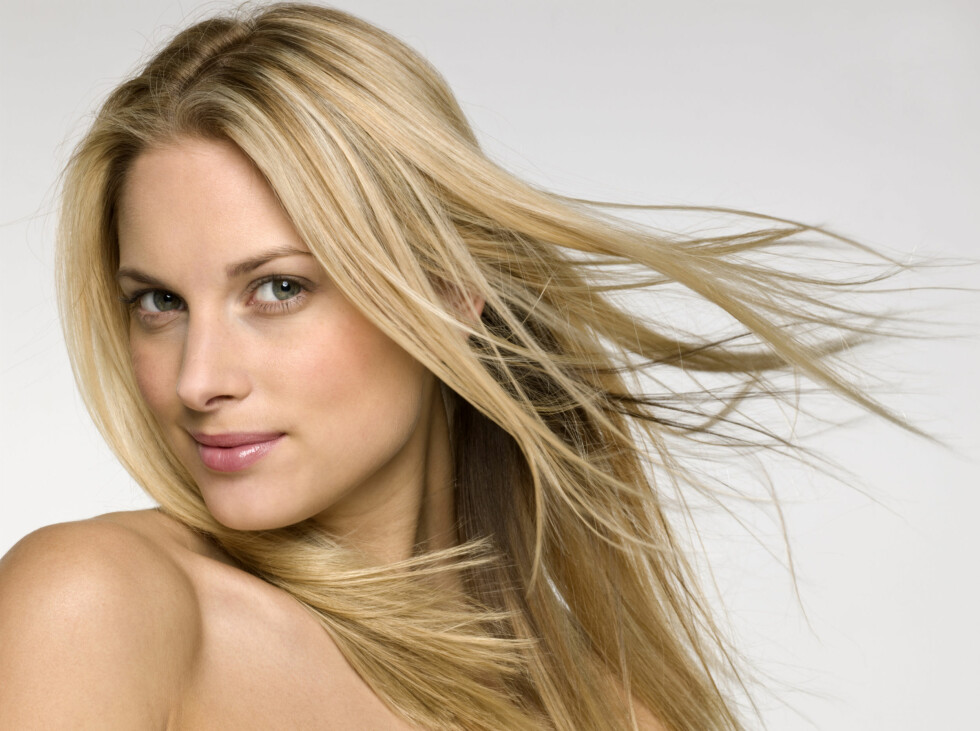 FOR DE MED LANGT HÅR: Kérastase har nå lansert en egen hårpleieserie - Cristalliste, for unge kvinner med langt hår. Serien er spesielt utviklet for kvinner som opplever å få fett hår i hodebunnen og tørre tupper.  Foto: Thinkstock.com